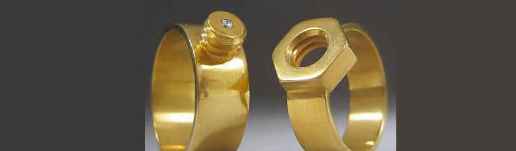 Una alternativa a las alianzas de boda: anillos originales de boda