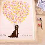 boda-cuadro-firmas-huellas-invitados-globos-beso-1