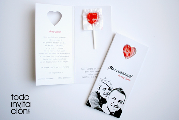 invitación original de boda con piruleta de corazón