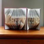 Cásate conmigo utilizando libros