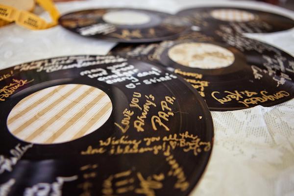 El libro de firmas para bodas 7 alternativas originales - Decoracion con discos de vinilo ...