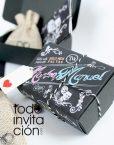 invitaicon de boda original caja pizarra